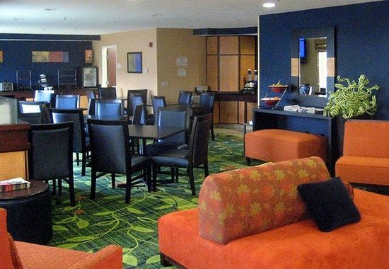 Fairfield Inn Las Cruces: Lobby &amp; Breakfast Area