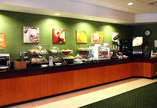 Fairfield Inn & Suites Roanoke North: Breakfast Bar