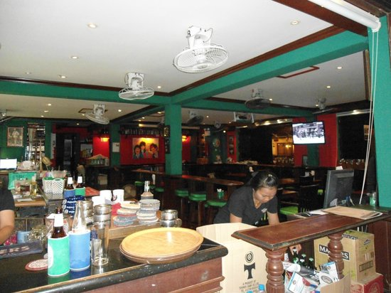 Angus O'Tool's Irish Pub, Restaurant & Guesthouse: Bar