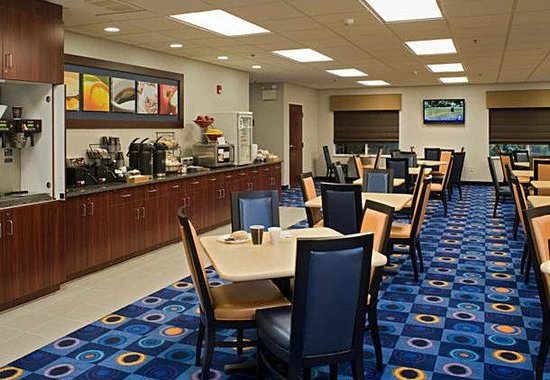 Fairfield Inn & Suites Lancaster: Breakfast Area
