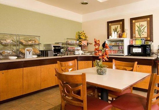 Fairfield Inn & Suites Dallas DFW Airport North / Grapevine: Breakfast