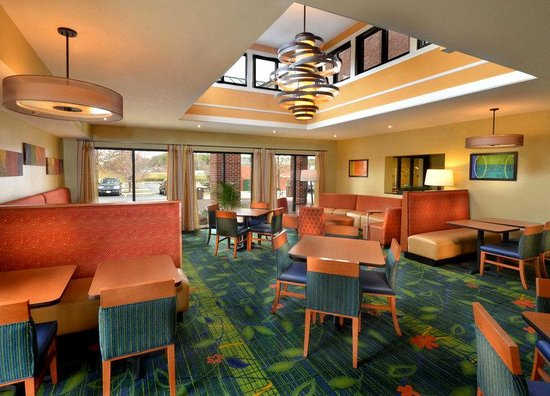 Fairfield Inn & Suites Charlottesville North: BreakfastArea2