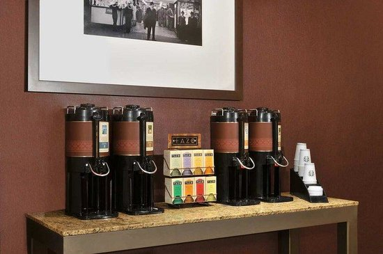 Hilton Garden Inn Times Square: Tea &amp; Coffee Service