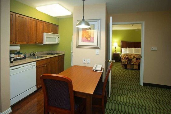 Homewood Suites by Hilton College Station: King Suite Living Area