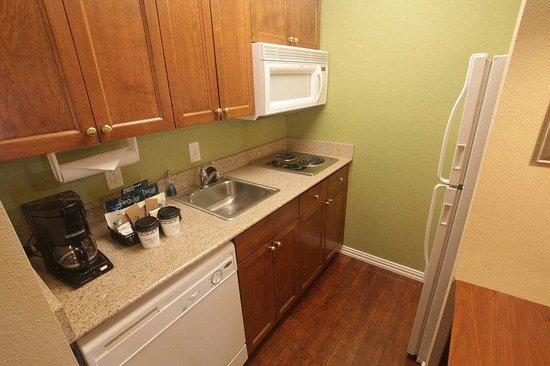 Homewood Suites by Hilton College Station: Kitchen Area