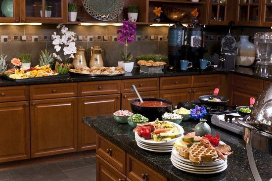 Homewood Suites by Hilton Lubbock: Breakfast Buffet Area