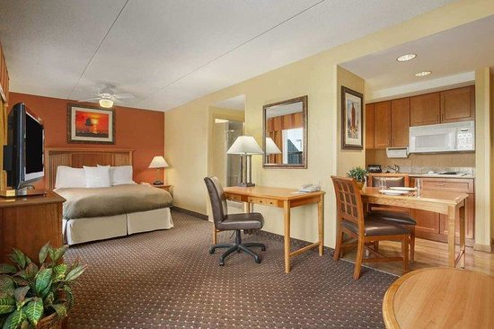 Solon, OH: Studio Suite Room
