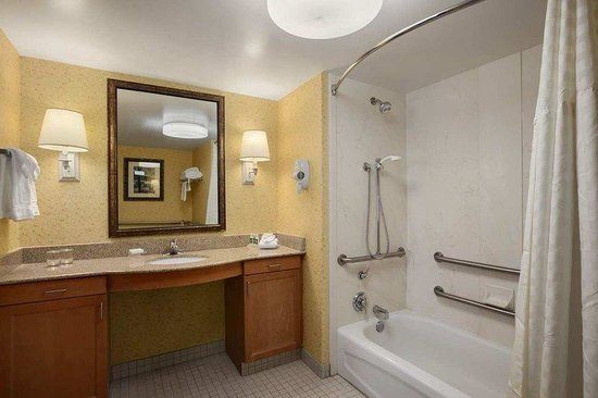 Solon, OH: Suite Bathroom
