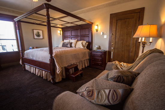 The Firelight Inn on Oregon Creek Bed and Breakfast: The Barnum Suite