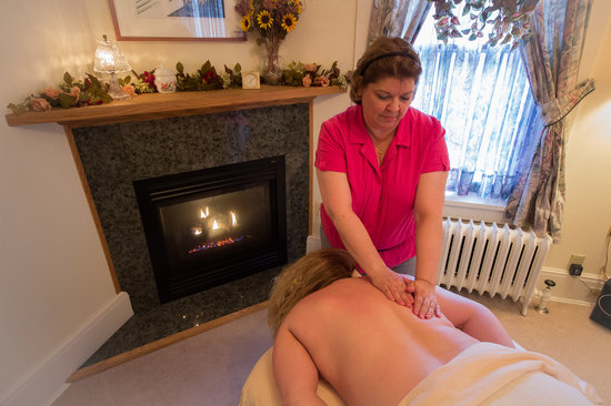 The Firelight Inn on Oregon Creek Bed and Breakfast: On site massage relaxation massage therapy