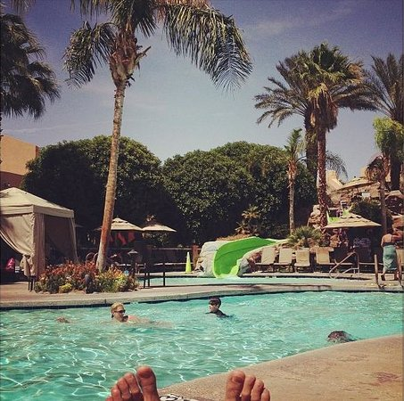 Westin Mission Hills Golf Resort &amp; Spa: Pool side - good times