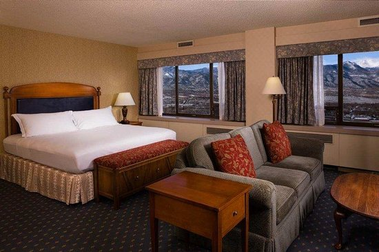 Antlers Hilton Colorado Springs: Junior Suite Pikes Peak View