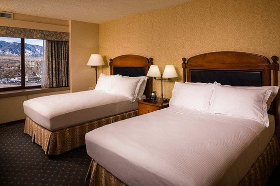 Antlers Hilton Colorado Springs: 2 Double Beds Pikes Peak View
