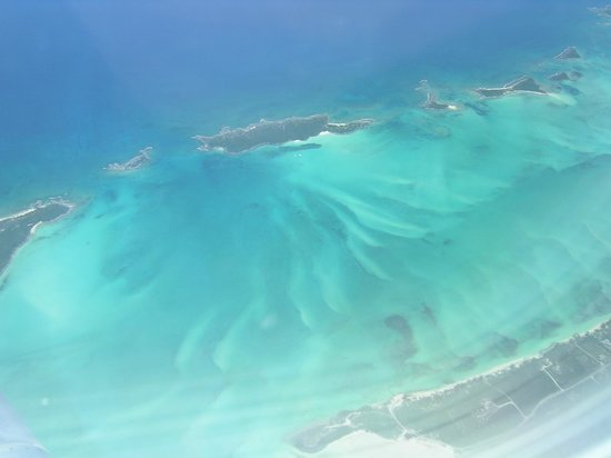 George Town, Great Exuma: Flying over the Exuma Cays
