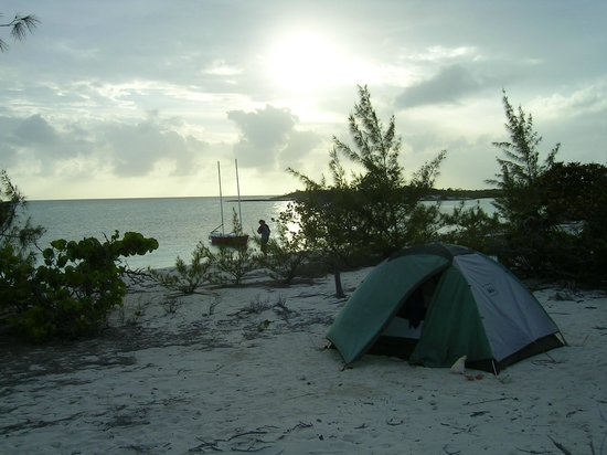 George Town, Great Exuma: Camping on one of the islands