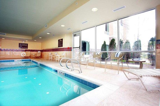 Hampton Inn &amp; Suites Westford - Chelmsford: Indoor Heated Pool