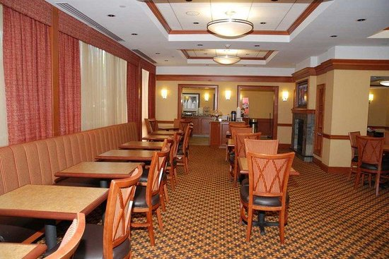 Hampton Inn Portland Airport: Lobby/Dining Area