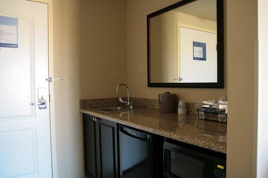 Hampton Inn & Suites Austin Cedar Park - Lakeline: King Studio Wet Bar