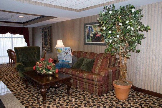 Hampton Inn - Groton: Lobby Seating Area
