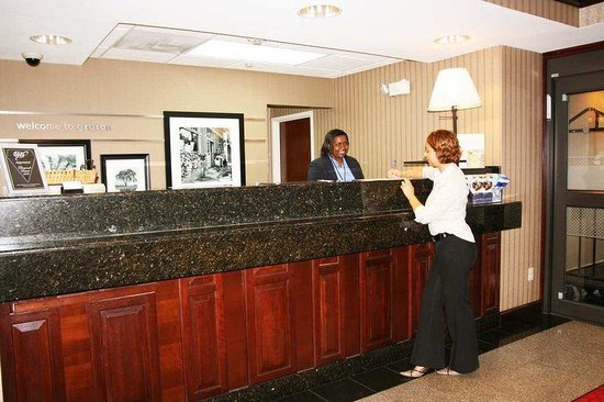 Hampton Inn - Groton: Front Desk