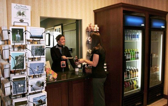 Hampton Inn Littleton: Suite Shop Cashier