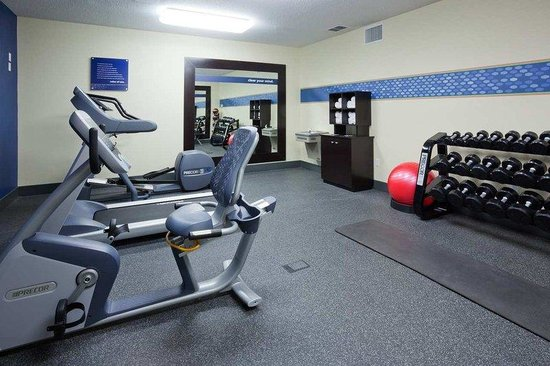 Hampton Inn Mitchell: Fitness Center
