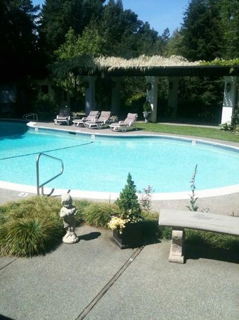 Candlelight Inn: Bed and Breakfast with a Swimming Pool