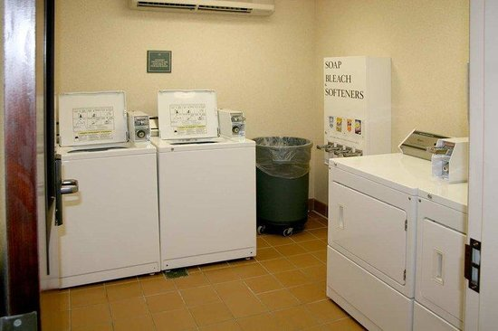 Hampton Inn &amp; Suites Lake Mary at Colonial TownPark: Convenient Laundry Room
