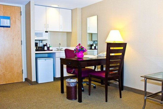Hampton Inn & Suites Boston Crosstown Center: Suite