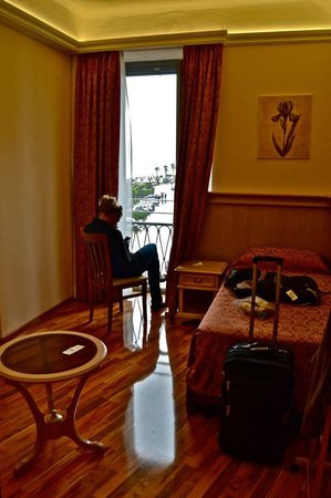 Hotel Metropole Bellagio: triple bedroom with side view, very nice!