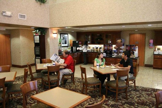 Hampton Inn & Suites Temecula: Breakfast Room