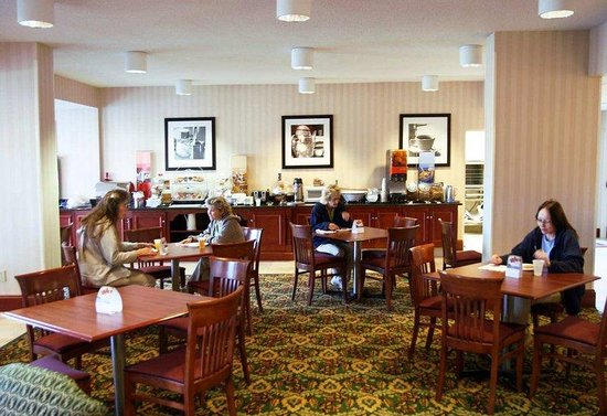 Hampton Inn Princeton: Breakfast Dining Area