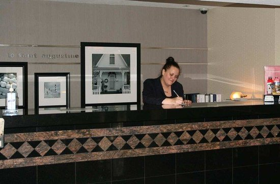 Hampton Inn St. Augustine-Historic District: Front Desk