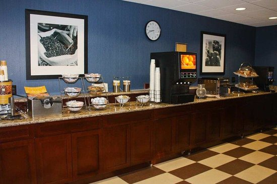Hampton Inn Fishkill: Breakfast Area