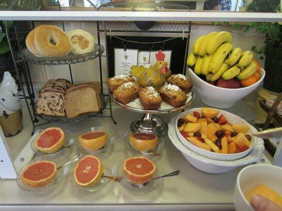 BEST WESTERN PLUS Elm House Inn: Breakfast buffet, lovely!