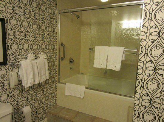 Hotel Monaco San Francisco - a Kimpton Hotel: Shower/Jacuzzi in Superior Kings Suite