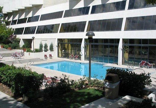 Albuquerque Marriott: Outdoor Pool