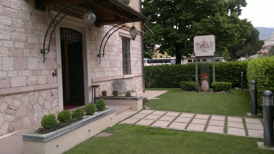Villa Raffaello Park Hotel: ingresso