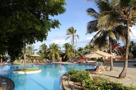 Amani Tiwi Beach Resort: Piscine