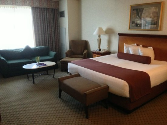 Harrah&#39;s Joliet Hotel And Casino: Massive Bed