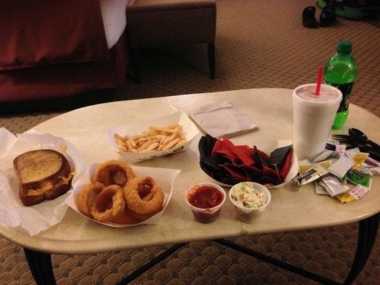 Harrah&#39;s Joliet Hotel And Casino: Room Service