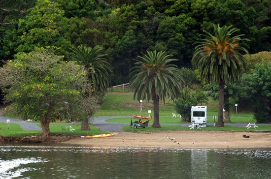 Falls Motel & Waterfront Campground: Zoom view of campground beach area