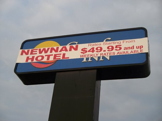 Comfort Inn Newnan: Original sign that drew us in to the Newnan Hotel