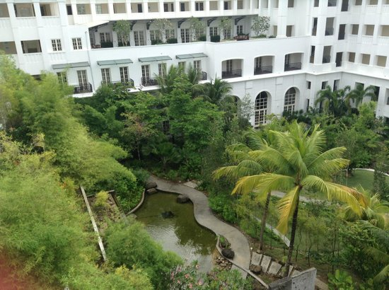 The Danna Langkawi, Malaysia: Garden in the middle of the hotel.