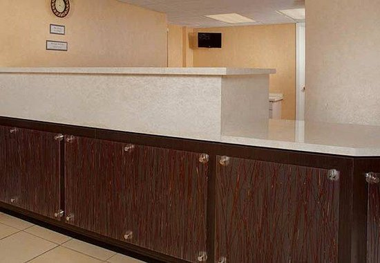 Residence Inn Cincinnati North / Sharonville: Front Desk