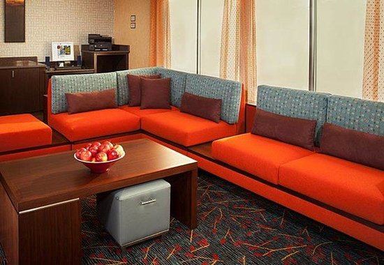 Residence Inn Cincinnati North / Sharonville: Lobby Seating Area