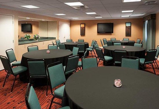 Residence Inn San Diego Downtown: Meeting Room- Banquet Setup