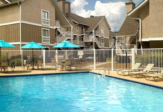 Residence Inn Atlanta Cumberland: Outdoor Pool