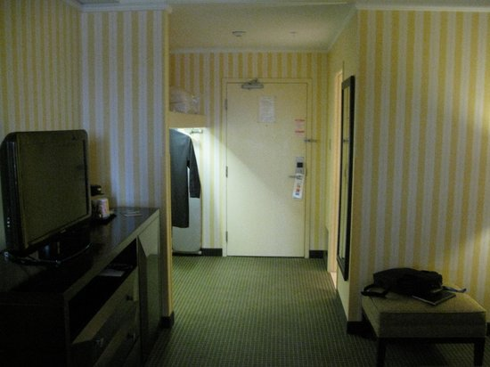 Holiday Inn &amp; Suites: facing the door from sitting room