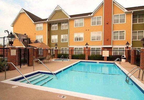 Residence Inn Monroe: Outdoor Pool